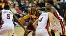 تألق جيمس يهدي كافاليرز الفوز على هيت بدوري السلة الأمريكي