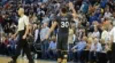 دوري السلة الأمريكي: كاري يقود واريورز لفوز مثير على ثاندر