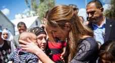 بالفيديو: الملكة تزور مخيم للاجئين في اليونان