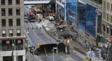 إنهيار أرضي وسط العاصمة الكندية يبتلع سيارة ويتسبب في إجلاء المباني القريبة منه ..صور