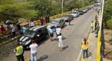 مئات الفنزويليات يقتحمن الحدود الكولومبية لشراء مواد غذائية