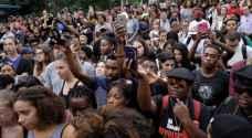 احتجاجات بمختلف أنحاء الولايات المتحدة على عنف الشرطة