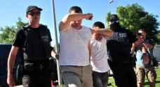 اليونان تحيل 8 عسكريين أتراك فروا اليها للقضاء .. صور