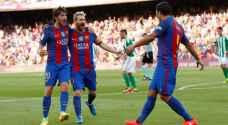 برشلونة يستهل حملة الدفاع عن لقبه بالفوز على بيتيس