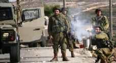 اصابة شابين فلسطينيين بجروح برصاص الاحتلال وسط قطاع غزة