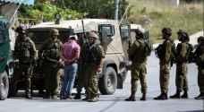 الاحتلال يعتقل 10 فلسطينيين في الضفة