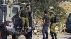 الاحتلال يعتقل مواطنا من بلدة السموع جنوب الخليل