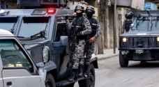 تفاصيل القبض على مطلوبين بمداهمة أمنية في البلقاء