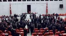 تركيا: ثاني أكبر حزب معارض يعلّق نشاطه بالبرلمان