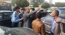 بالصور: عمال كهرباء عمّان يعتصمون أمام مجلس النواب