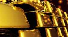 الذهب يرتفع مع نزول الدولار عن أعلى سعر في 14 عاما