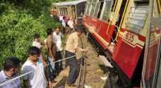 مقتل العشرات في خروج قطار عن القضبان بالهند