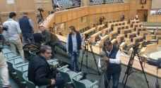الصحفيون يستأنفون عملهم تحت القبة رغم مضايقات