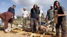 مستوطنون يتسللون لـ'حومش' المخلاة ويهدمون جدار منزل قيد الإنشاء