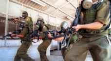 الاحتلال يقتحم سجن 'ريمون' ويعتدي على الأسرى