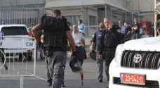 قراقع: الأسرى يدرسون خطوات احتجاجية بعد مداهمة معتقل نفحة