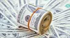 الدولار ينخفض بتأثير عائدات السندات الأميركية