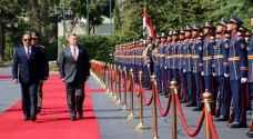 الملك يصل القاهرة للقاء السيسي..صور