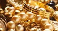 الذهب يستقر بفضل الطلب عليه كملاذ آمن وانخفاض الدولار