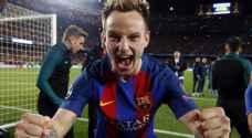 رسمياً.. برشلونة يعلن عن تمديد عقد راكيتيتش