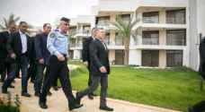 الملك يفتتح فندق وشاليهات الأمن العام في العقبة