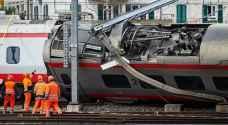 بالفيديو ..انحراف قطار عن مساره في سويسرا