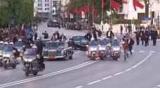 بالفيديو .. شاب يقتحم موكب استقبال الملك عبدالله الثاني في المغرب