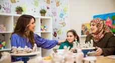 الملكة تطلع على برامج مركز الملكة رانيا للأسرة والطفل في جبل النصر