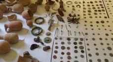 ضبط 300 قطعة أثرية بحوزة تاجر في الخليل