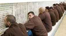 الأسرى في سجون الاحتلال يعدون لاضراب واسع عن الطعام