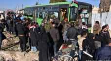 استئناف إجلاء سكان بلدات سورية محاصرة