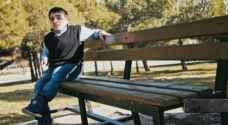 بالفيديو..'عمر مهيار' تحدى الإعاقة برسائل فن وحب للحياة