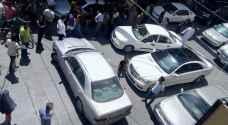بالصور.. امرأة تغلق شارعا في المفرق احتجاجا على مخالفة سير