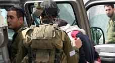 الاحتلال يعتقل فتى ويداهم محلًا تجاريًا بالقدس