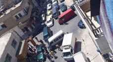 بالصور .. سائق عنيد ومشاجرة يتسببان بأزمة سير خانقة في إربد
