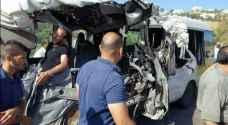 سائق حافلة بإربد غيّر مسربه فجأة يتسبب بوفاة شخص وإصابة ١٧