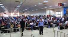 الاحتلال يمنع سفر ٥ فلسطينيين من معبر الكرامة