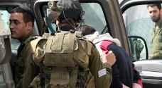 الاحتلال يعتقل ثلاثة فلسطينيين في الخليل