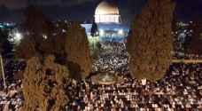 عشرات آلاف الفلسطينيين يحيون 'ليلة القدر' في المسجد الأقصى