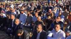 الأردنيون يؤدون صلاة العيد