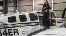أول لاجئة أفغانية تقود طائرتها في رحلة حول العالم