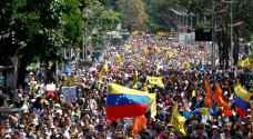 طيار مروحية فنزويلي متهم بتدبير انقلاب شارك في تظاهرة للمعارضة
