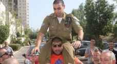 الاحتلال يخلي سبيل الجندي قاتل الشهيد الشريف
