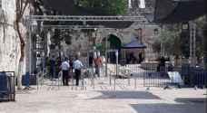 الاحتلال يضرب مطالبات حل أزمة الأقصى بعرض الحائط ويضيف ممرات حديدية