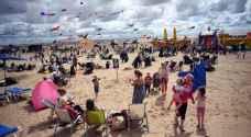 شواطئ بريطانيا تدخل 'شهر الموت'