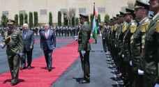 بالفيديو.. الملك يصل رام الله للقاء عباس
