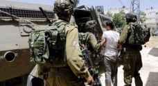 الاحتلال يعتقل ١٢ فلسطينيا بمداهمات بالضفة