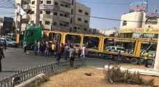 صور .. أردني غاضب من الحكومة يعاقب سكان منطقته بشاحنته!