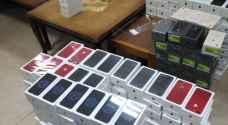 إحباط تهريب هواتف ذكية بقيمة ربع مليون دينار.. صور