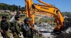 جرافات الاحتلال تهدم مبنى سكنيا في الجفتلك